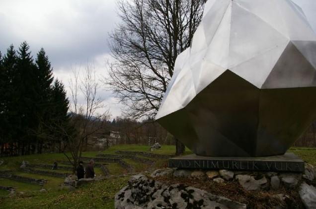 Amfiteatar i spomenik Ivanu Goranu Kovačiću u Lukovdolu