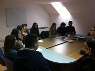 Detalj sa sastanka - Zaposlenici Grada i Komunalca pozorno slušaju eurozastupnika Stiera (HDZ)