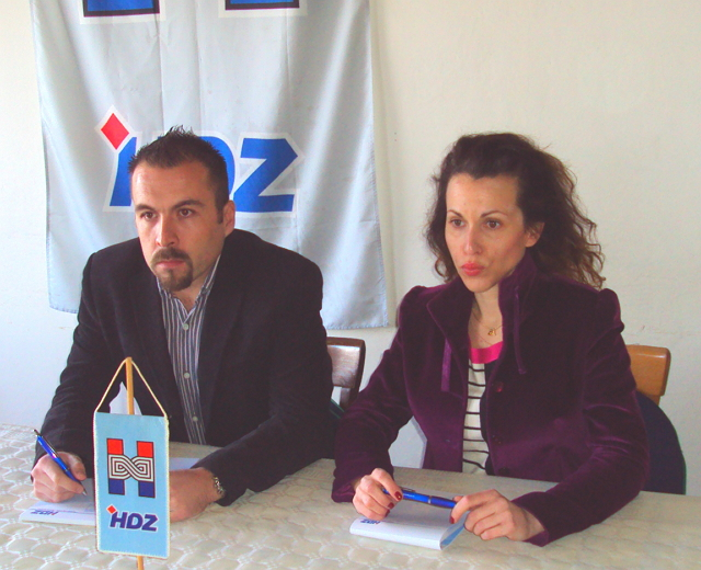 Tkalčević i Burić oštro kritiziraju Vladu