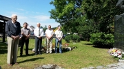 Položeni vijenci i zapaljene svijeće na spomenicima poginulim borcima iz Drugog svjetskom rata i Domovinskog rata