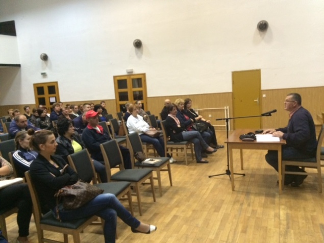 Djelatnici Komunalca i Voda Vrbovsko pozorno slušaju govor gradonačelnika Mufića
