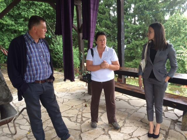 Gradonačelnik Mufić u razgovoru s Osojnički (u sredini) i pratnji pročelnice Tonković (desno)