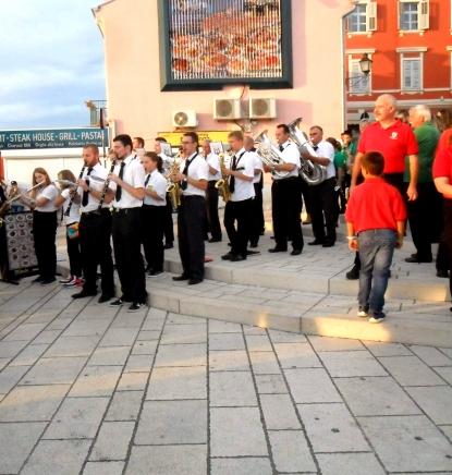 Glazbenici Vrbovskog na rivi